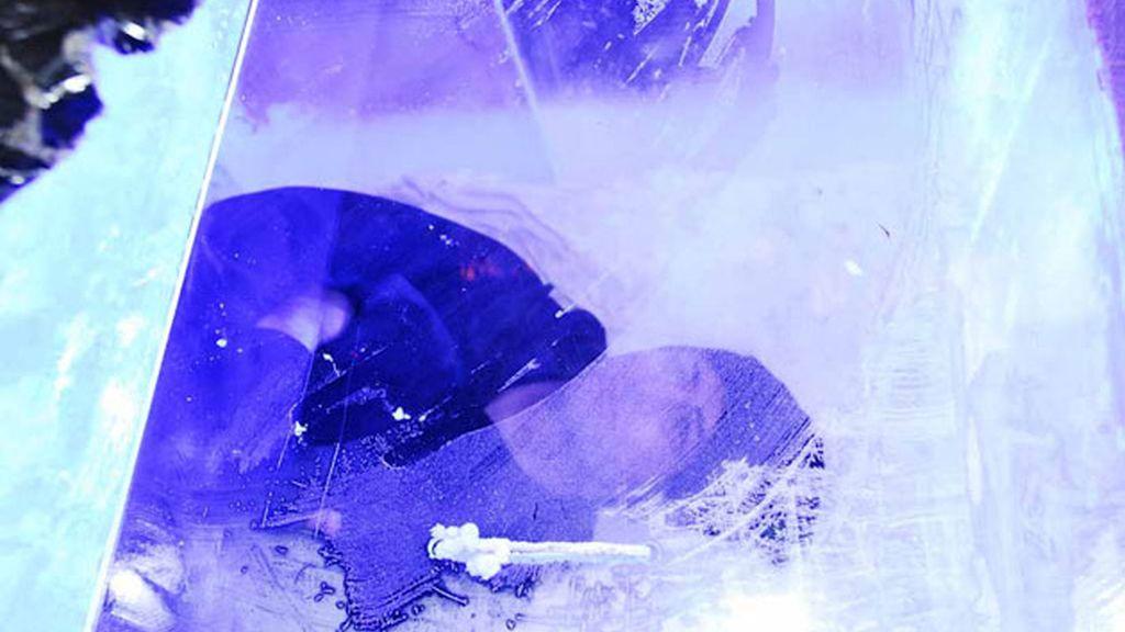 Encerrado 24 horas en un bloque de hielo