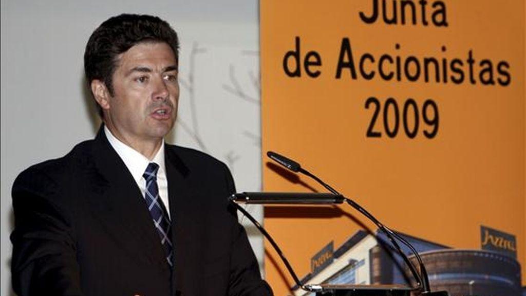 El consejero delegado de Jazztel, José Miguel García, pronuncia unas palabras durante la Junta de Accionistas de la compañía, la primera que se celebra en España, para estudiar la agrupación de sus acciones. EFE