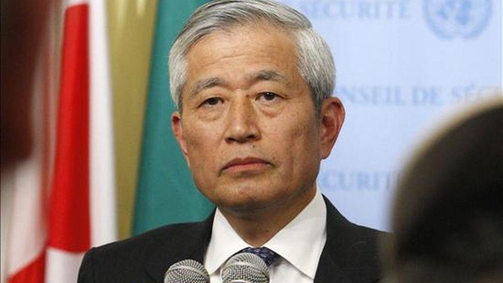 """""""Todo el mundo es consciente de la gravedad de la situación, y en vista de ello el Consejo debería emitir un mensaje claro y firme"""", señaló el embajador de Japón ante la ONU, Yukio Takasu. En la foto Takasu durante la jornada de ayer. EFE"""