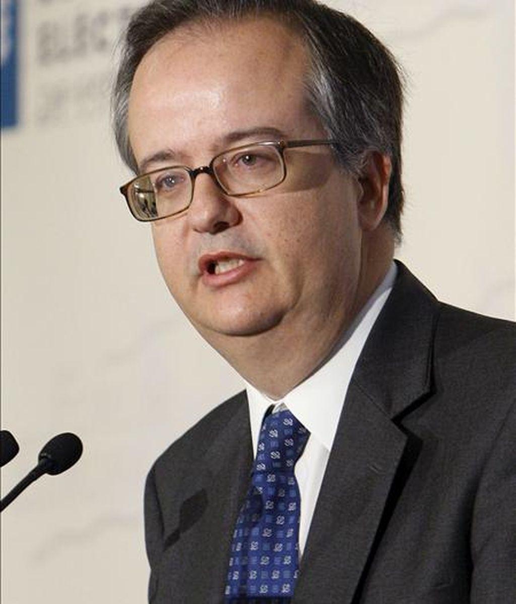 El presidente del Instituto de la Empresa Familiar (IEF), Simón Pedro Barceló, durante su intervención en el encuentro informativo de Forum Europa organizado hoy en Madrid. EFE