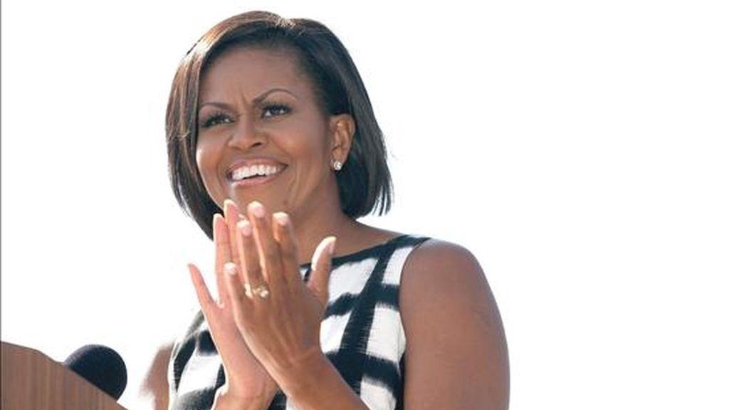"""Michelle Obama agradeció la labor de los trabajadores del astillero y afirmó que """"sean ustedes soldadores o mecánicos, sea cual sea su oficio, este barco también es un tributo a ustedes y a sus familias"""". EFE/Archivo"""