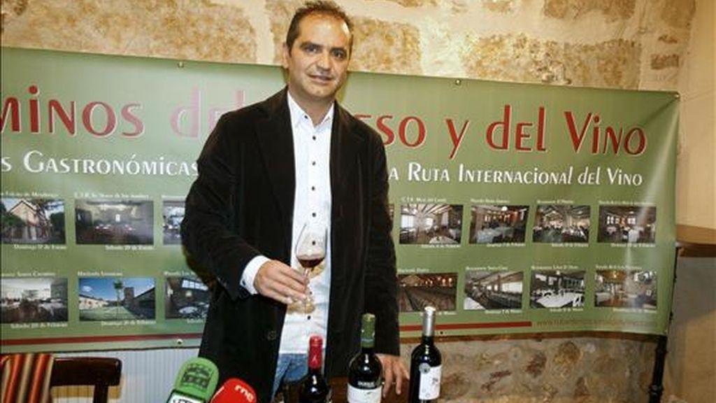El alcalde de Trabaca, José Luis Pascual, durante la presentación de las jornadas gastronómicas. EFE/Archivo