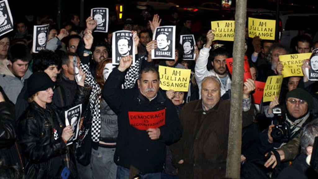 Manifestantes en Madrid piden la liberación de Assange. Foto: EFE