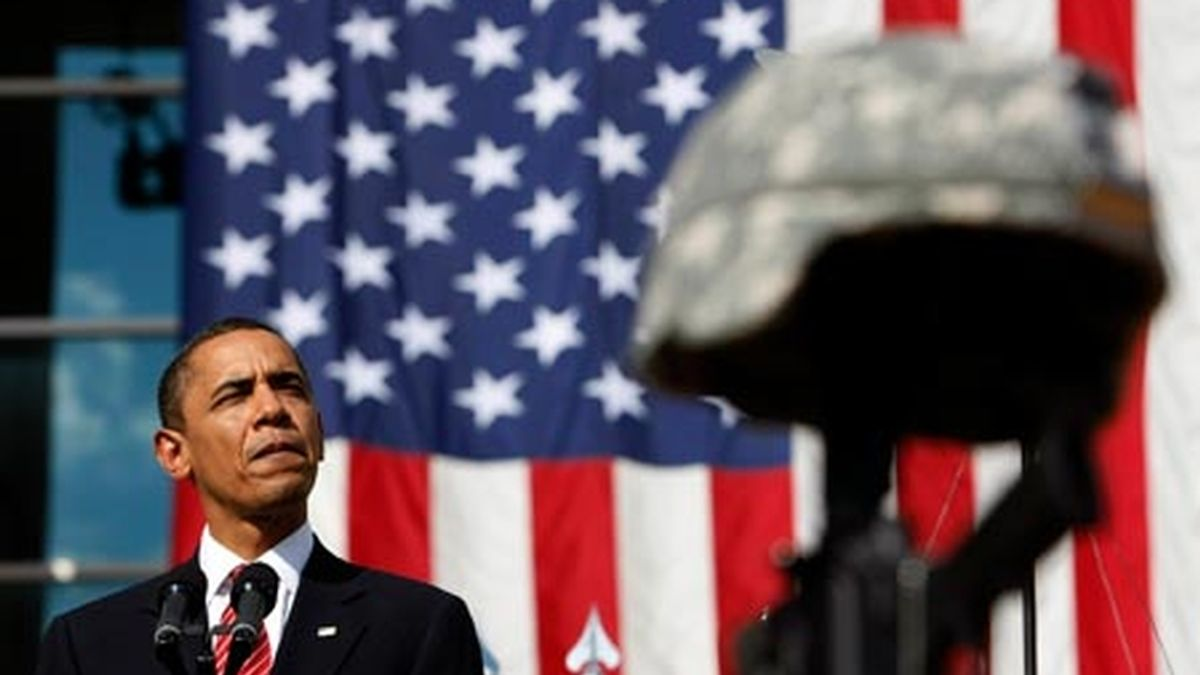 Barack Obama asiste al funeral por las 13 víctimas de la matanza en la base militar de Fort Hood. Vídeo: Informativos Telecinco.
