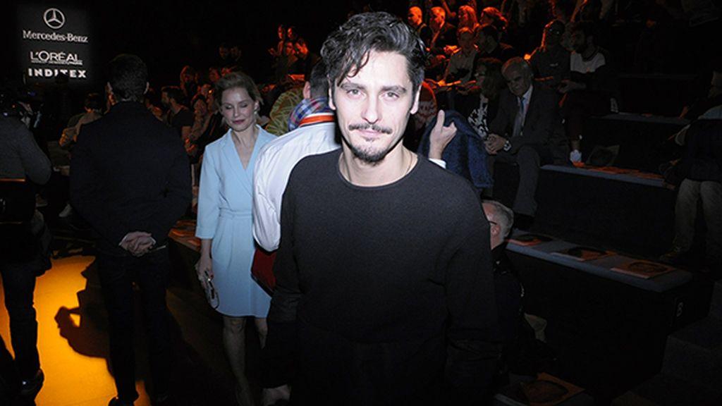 Antonio Pagudo volvió a demostrar su pasión por la moda en el desfile de Ana Locking