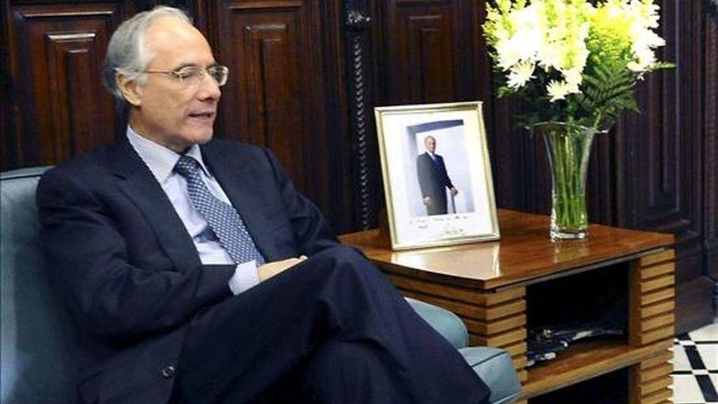 El ministro colombiano de Minas y Energía, Carlos Rodado, señaló que los equipos de trabajo de la mesa minero-energética de los dos países definieron la fecha para restablecer la entrega de combustibles líquidos de PDVSA a Ecopetrol. EFE/Archivo