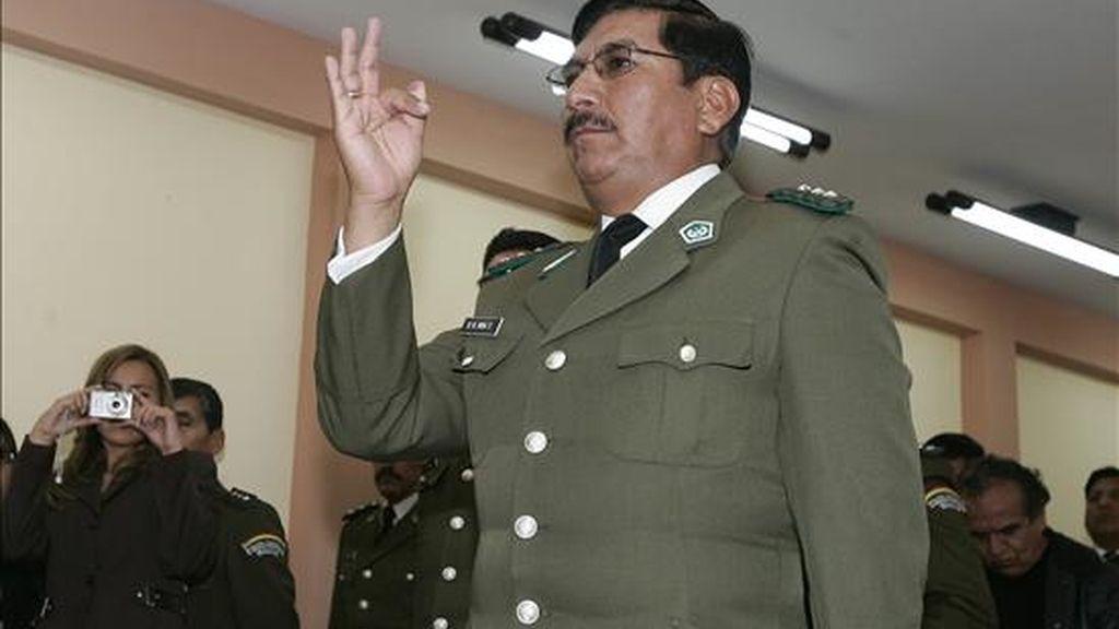 El nuevo jefe de la Fuerza Especial de Lucha contra el Narcotráfico (FELCN), coronel Óscar Nina, se posesiona en La Paz, Bolivia. El acto estuvo a cargo del ministro de Gobierno (Interior) boliviano, Alfredo Rada. EFE