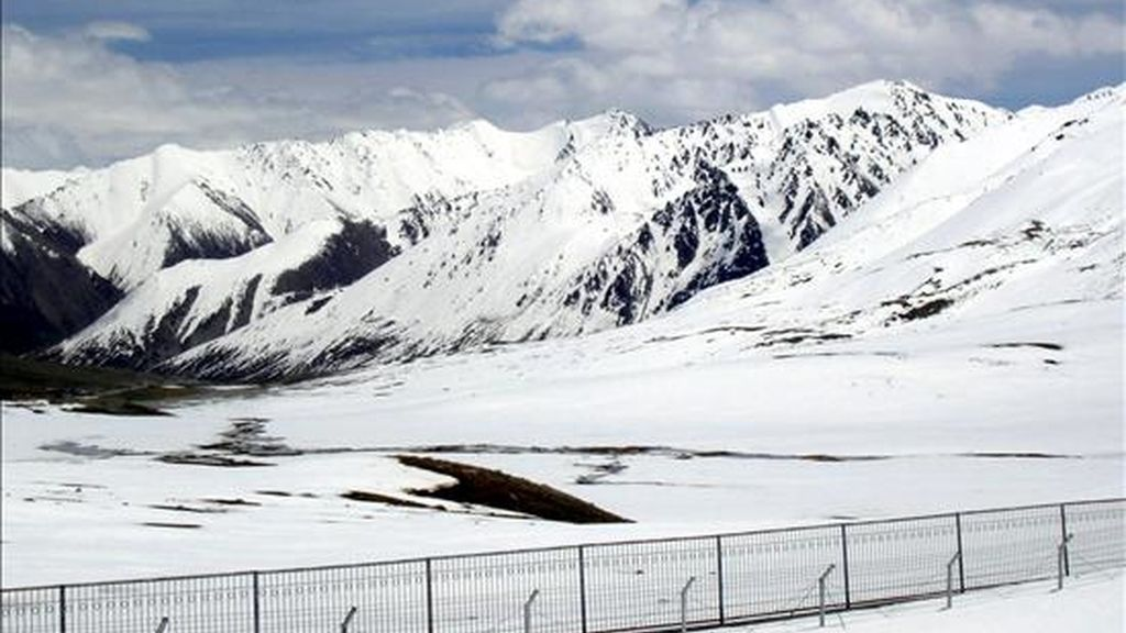 Imagen del glaciar situado a 4.730 metros de altitud en el Paso de Khunjerab, en el norte de la frontera entre Pakistán y China. EFE/Archivo
