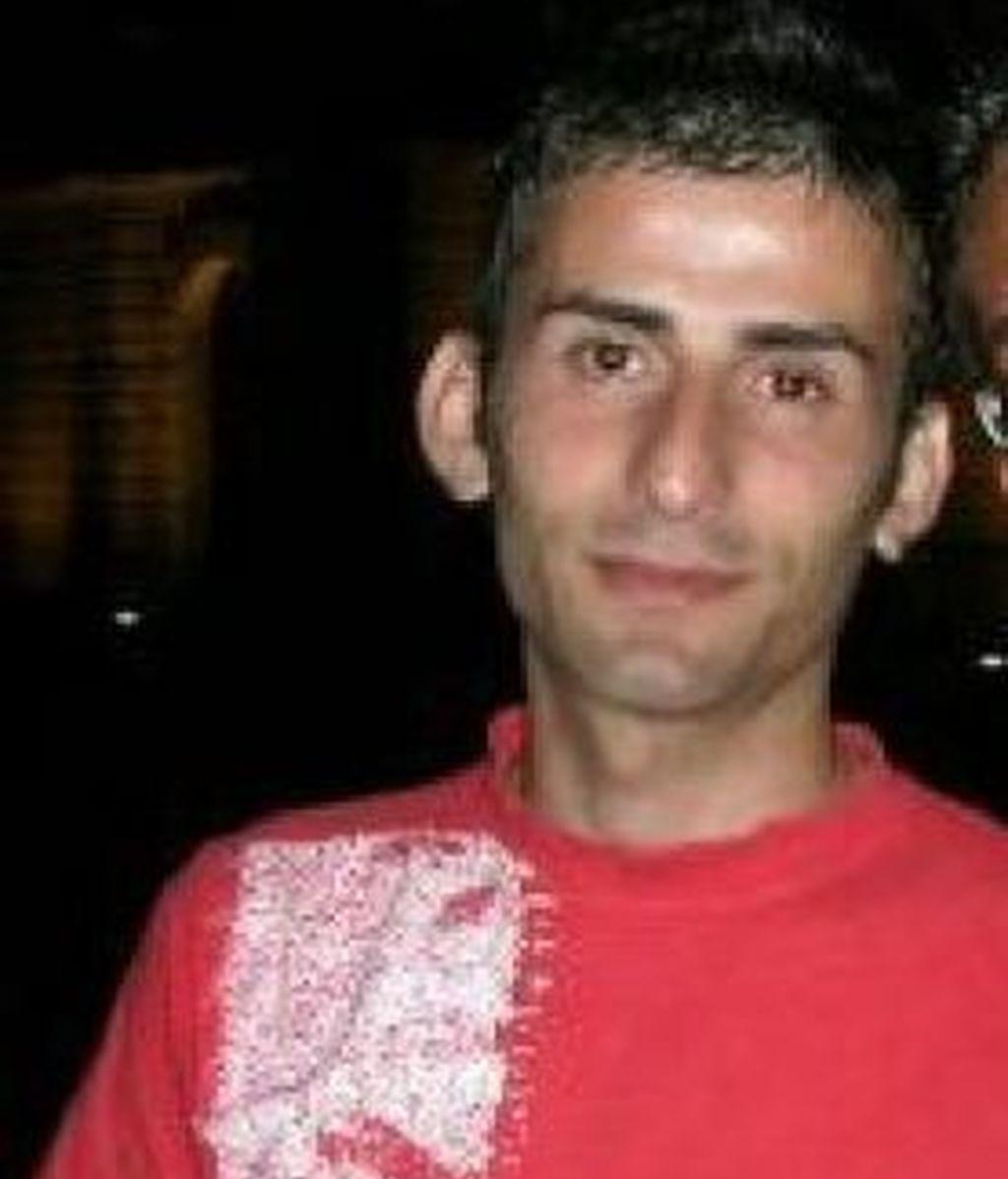 Cristian Friscina, el joven de 28 años, al que le han negado la renovación de su carné de conducir por ser gay. Foto La Repubblica.