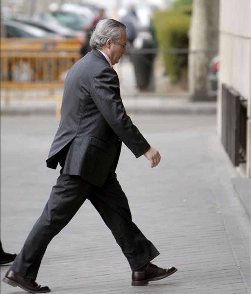 """El juez encargado del """"caso Gürtel"""", Baltasar Garzón, a su llegada a la Audiencia Nacional, donde hoy continuó la toma de declaración a los diez últimos imputados en el llamado, que ascienden ya a casi sesenta. EFE"""