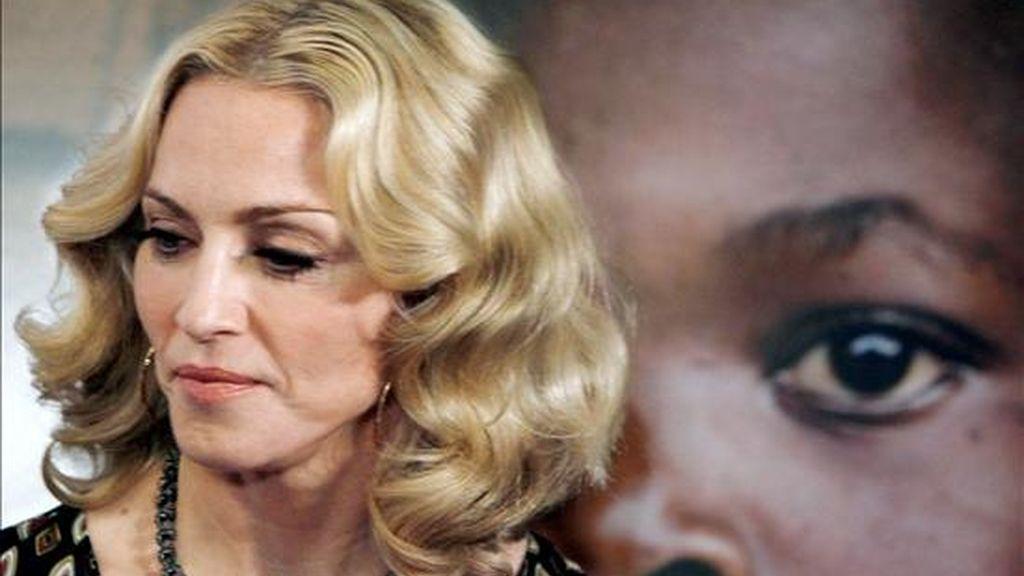 El Tribunal Superior de Lilongwe, capital de Malawi, rechazó hoy la petición de la cantante estadounidense Madonna para una segunda adopción en este país de África meridional, informó la Agencia de Prensa Africana (APA). Según la fuente, el juez señaló que el Tribunal había observado que Madonna no cumple los requisitos impuestos por la ley malauí, ya que se divorció recientemente y las normas del país exigen que los adoptantes sean una pareja. EFE/Archivo