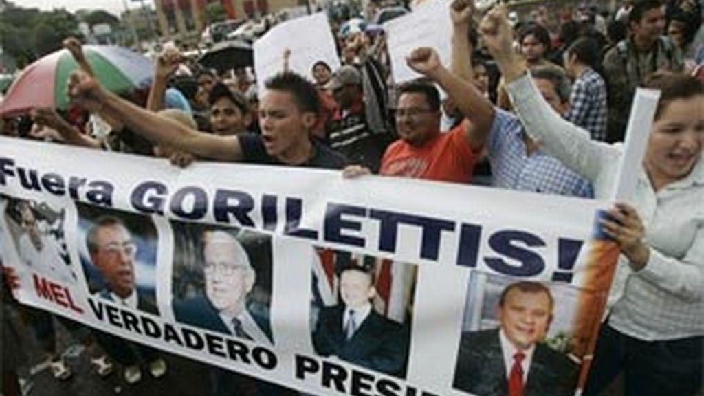 Miles de manifestantes apoyan al depuesto presidente de Honduras, Manuel Zelaya. Foto: REUTERS.