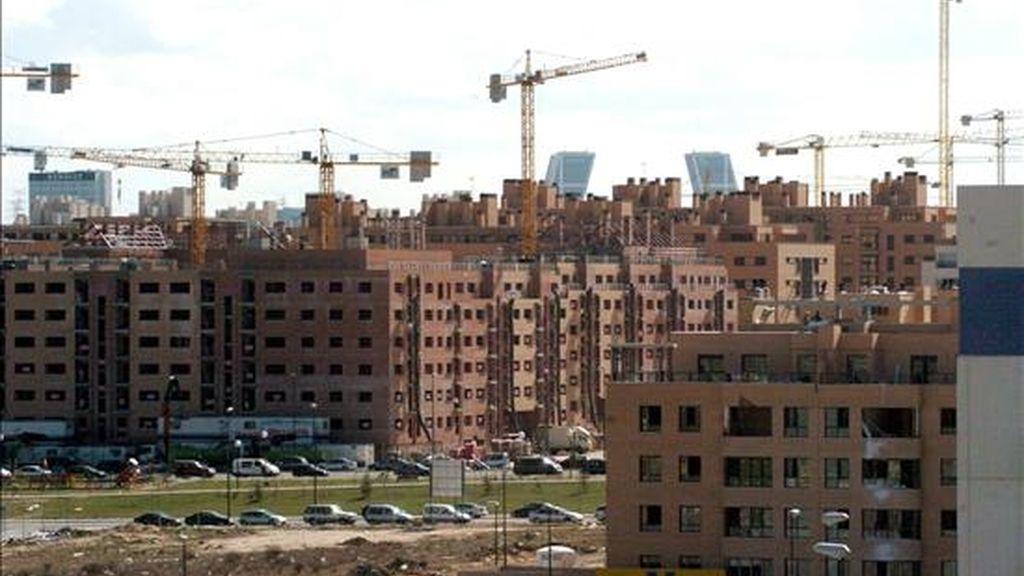 La propuesta concederá un crédito tributario de diez por ciento sobre el valor de residencias nuevas o existentes hasta un límite de 15.000 dólares. EFE/Archivo