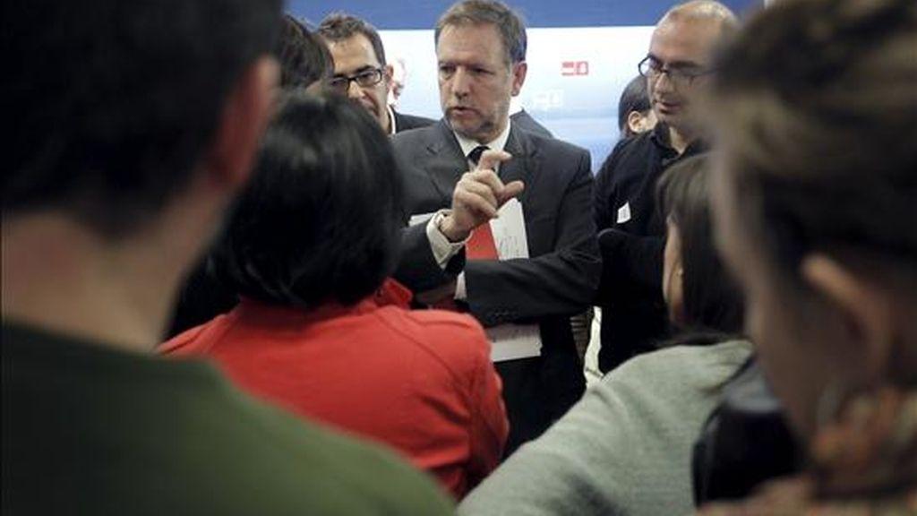 El secretario de Organización del PSOE, Marcelino Iglesias, durante la rueda de prensa posterior a la reunión de la Comisión Permanente del partido, que ha analizado los resultados de las elecciones catalanas. EFE