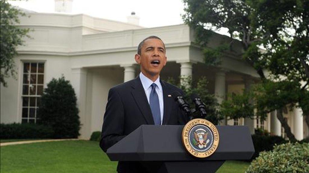 """El presidente de EE.UU., Barack Obama, habla sobre el proyecto de ley de reforma financiera en la Casa Blanca, en Washington (EE.UU.). Obama se congratuló por la aprobación de la reforma, que no solo supondrá el fin de los """"abusos"""" del sector, sino que establecerá la """"mayor protección del consumidor"""" de la historia. EFE"""