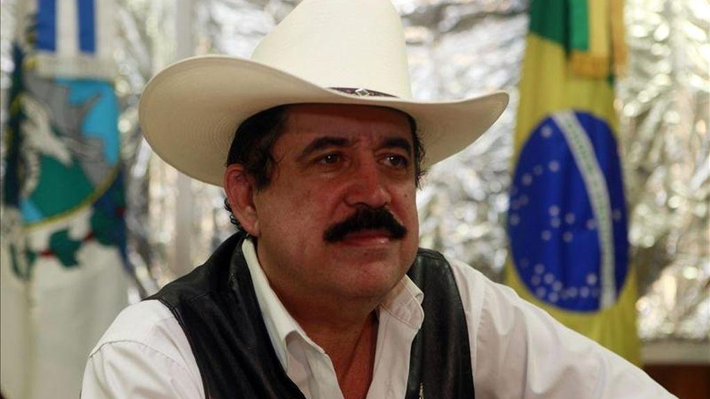 """""""En definitiva todavía no tengo el uso de mis derechos constitucionales y se obstaculiza mi retorno al mantenerme sometido a coacción y amenazas a mi libertad"""", afirmó el expresidente de Honduras Manuel Zelaya. EFE/Archivo"""