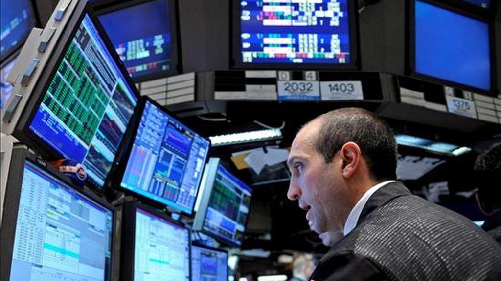 El Dow Jones perdió 23,05 puntos y se situó en 8.299,86 unidades, aunque el selectivo S&P 500 avanzó el 0,65 por ciento. EFE/Archivo