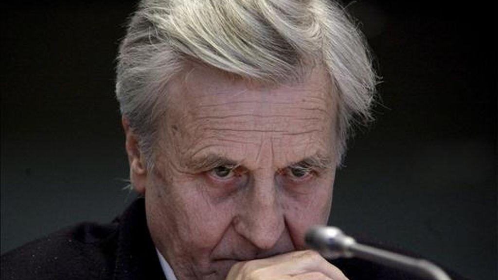 El presidente del Banco Central Europeo (BCE), Jean-Claude Trichet, fotografiado durante su comparecencia ante la comisión de Asuntos Económicos y Monetarios del Parlamento Europeo en Bruselas, Bélgica, hoy, lunes 30 de marzo. Trichet vaticinó hoy que la economía, tanto en la eurozona como a nivel mundial, seguirá muy débil en 2009, para empezar a repuntar gradualmente en 2010, aunque advirtió de la elevada incertidumbre que rodea esta previsión. EFE