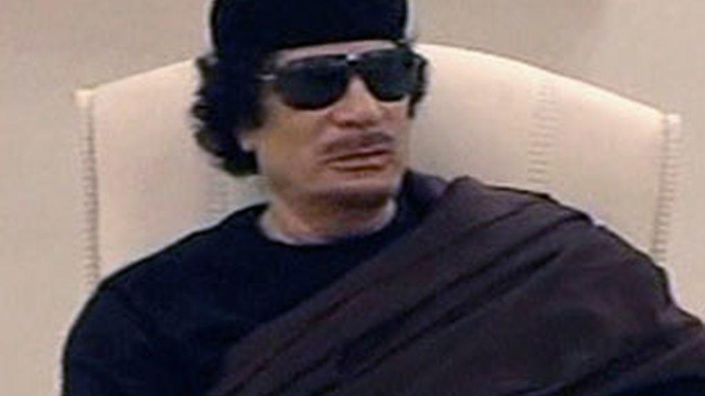 El líder libio, Muamar Gadafi, ha vuelto a aparecer en televisión. Foto: AP.