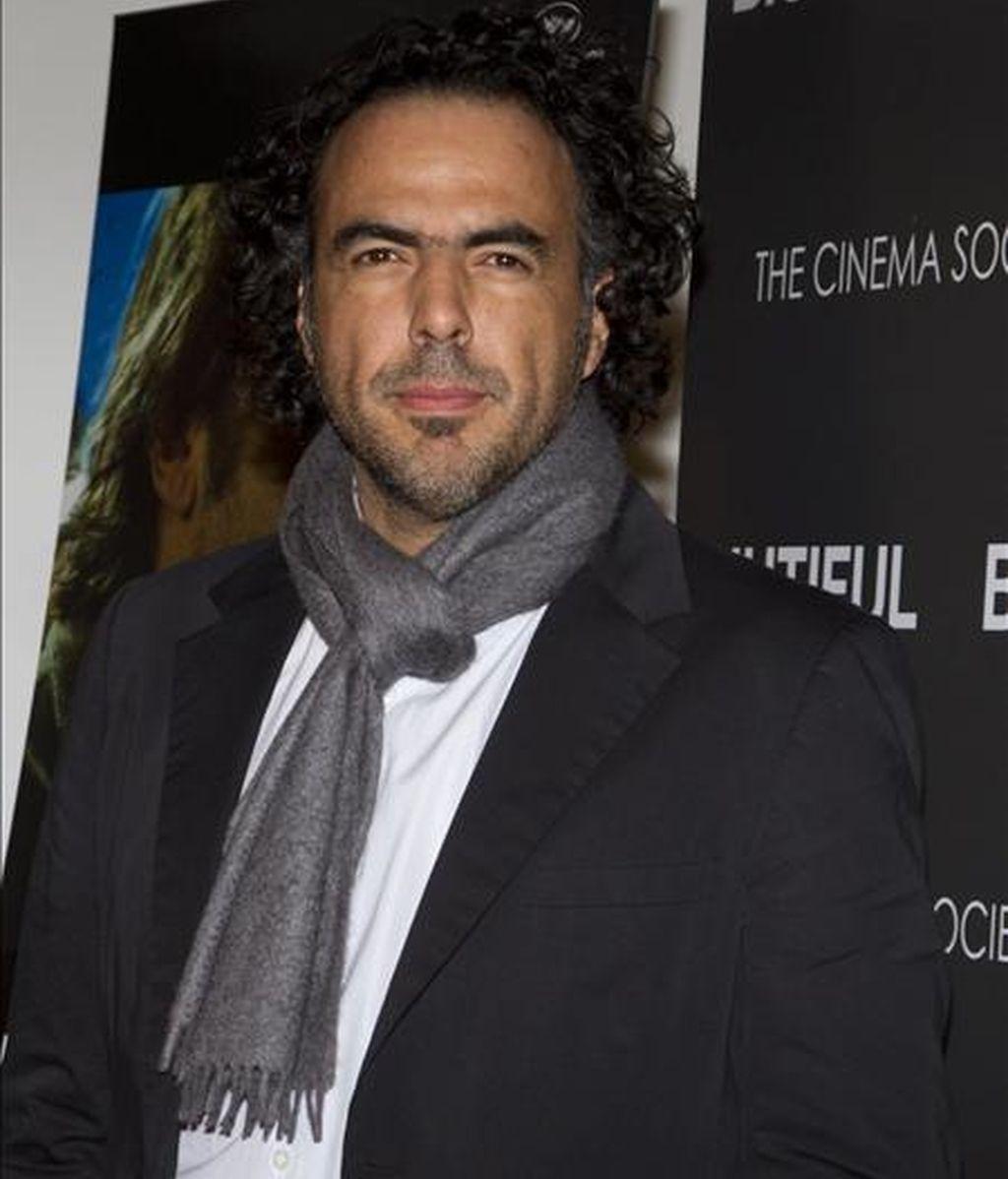 """El director mexicano Alejandro González Iñárritu posa a su llegada a la presentación de su película """"Biutiful"""" en Nueva York (EEUU) y que se estrenará a finales de diciembre en el país. EFE"""