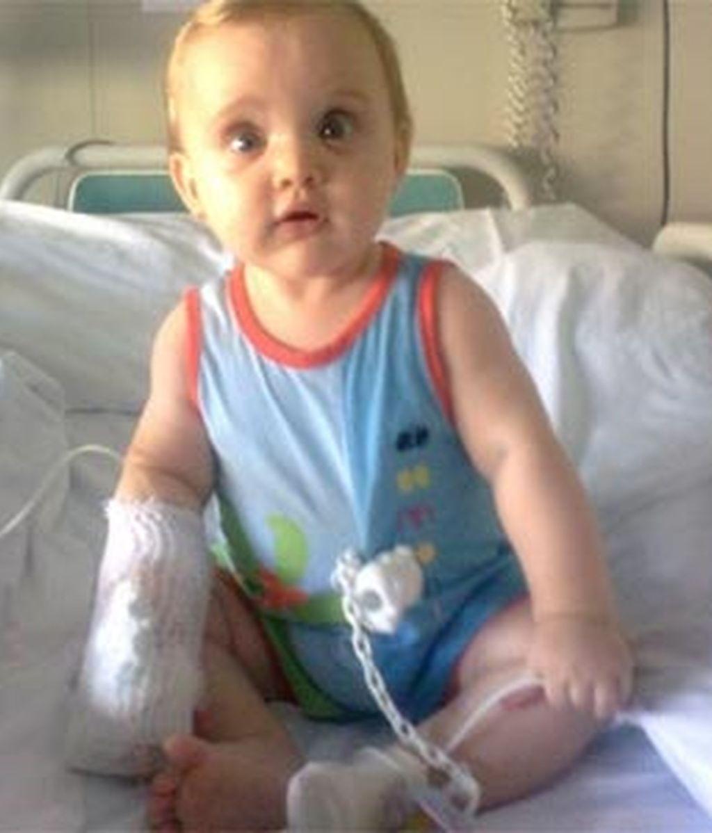 Ainhoa Alonso García padece una enfermedad neurológoca para la que ni siquiera hay nombre. Video: Informativos Telecinco