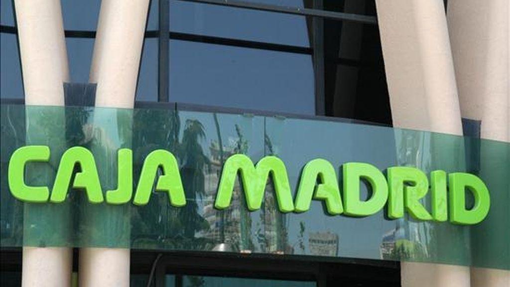 El PP de Madrid ha alcanzado hoy un acuerdo con IU, CC.OO. y la Unión Independiente de Impositores y Consumidores (UIIC) para garantizar la estabilidad y el desarrollo de la Caja de Ahorros y Monte de Piedad de Madrid. EFE/Archivo