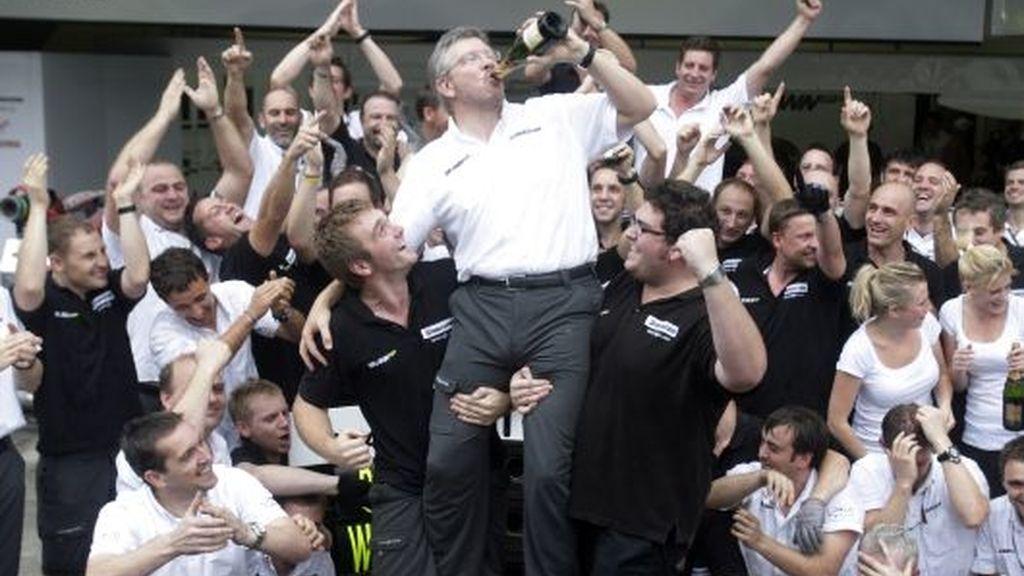 Ross Brawn, celebrando el título de campeón del mundo de Fórmula 1. FOTO: Reuters.