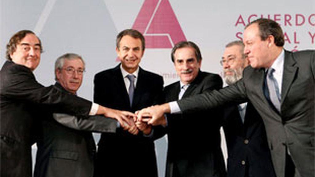 Los agentes sociales se reunirán con Zapatero en Moncloa. FOTO: EFE/Archivo