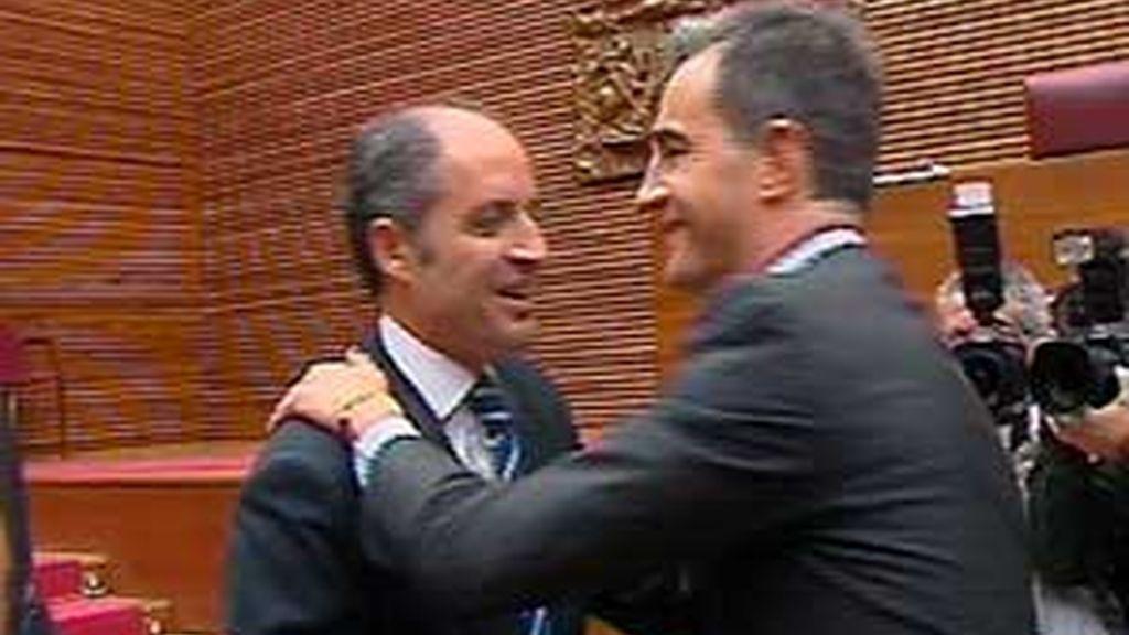 """Francisco Camps asegura que """"acata la decisión de la dirección nacional"""" de suspender cautelarmente de militancia a Ricardo Costa. Vídeo: Atlas."""