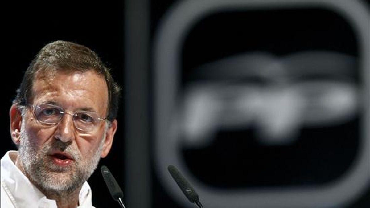 El presidente del Partido Popular, Mariano Rajoy, durante su intervención en un acto electoral que se celebrado en el Palacio de Festivales de la capital cántabra con motivo de las próximas elecciones europeas. EFE