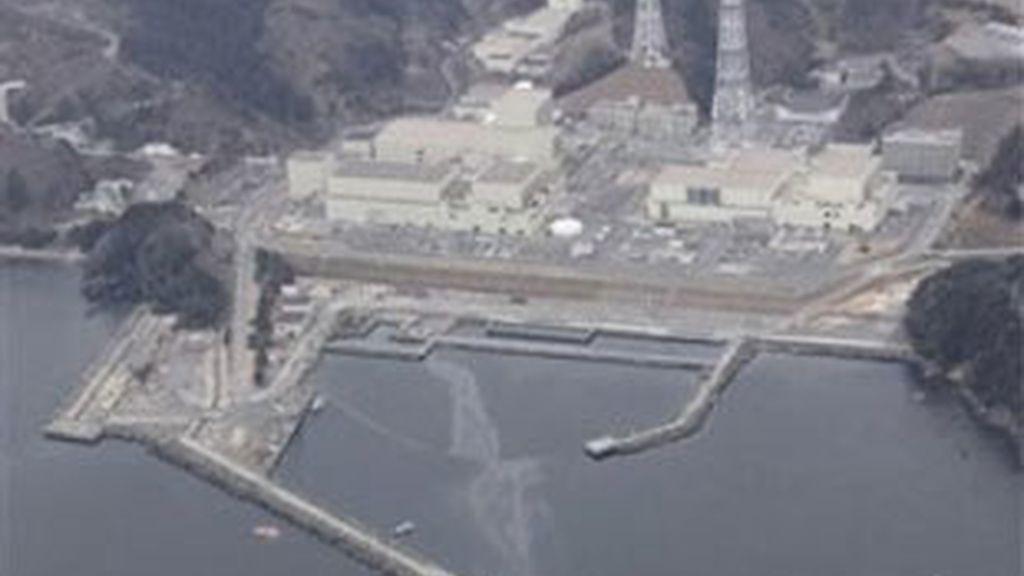 Imagen aérea de la central que muestra las filtraciones de agua. Foto: AP.