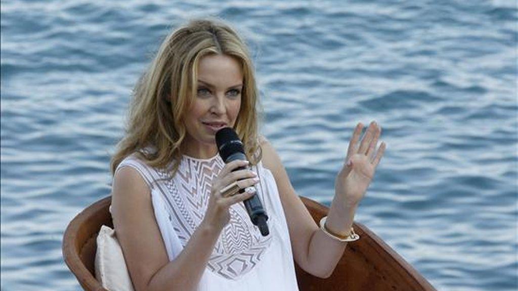 """La cantante australiana Kylie Minogue durante la rueda de prensa que ha ofrecido en Ibiza para presentar su nuevo albúm """"Aphrodite"""". EFE"""