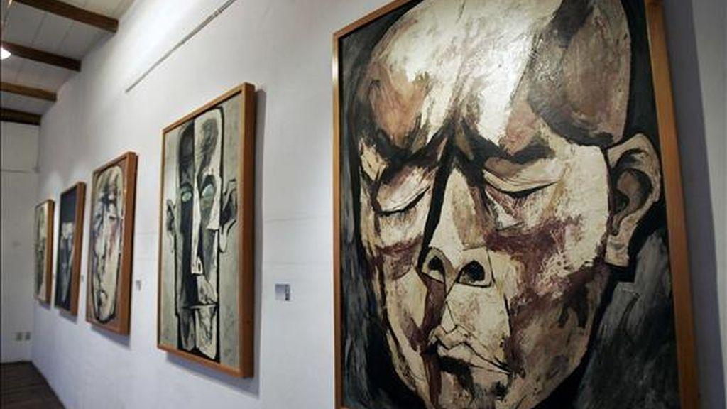 La muestra supone uno de los actos conmemorativos del 90 aniversario del nacimiento del artista ecuatoriano. EFE/Archivo