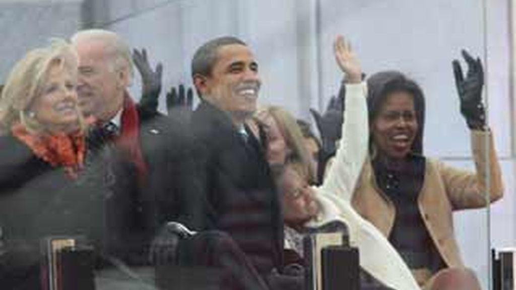 El presidente Barack Obama disfruta tras los cristales blindados y junto a su familia del concierto. Video: Atlas
