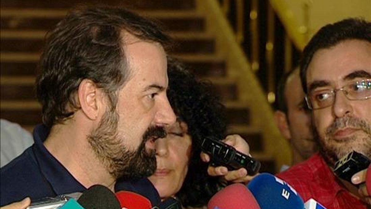 El representante de UGT Eduardo Hernández, atiende a los medios tras la reunión que ha mantenido junto a otros representantes sindicales con el Ministerio de Fomento en la que se ha tratado los servicios mínimos para la huelga general del próximo 29 de septiembre. EFE