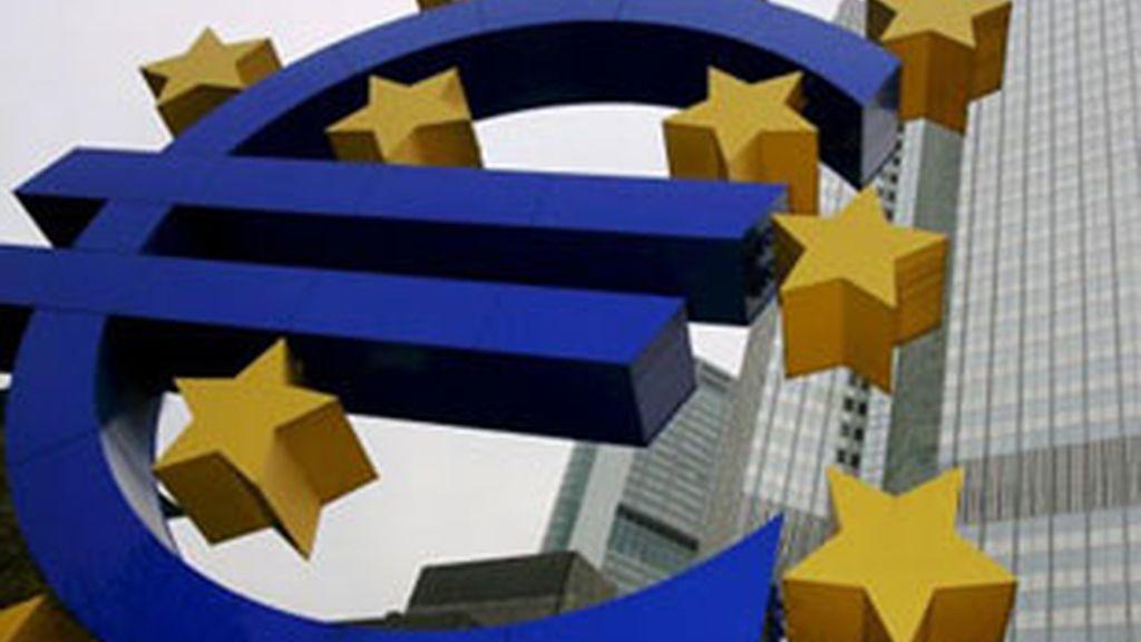 Los Veintisiete empezarán a discutir el volumen  de la ayuda, que podría estar entre los 75.000 y los 90.000 millones de euros. FOTO: EFE