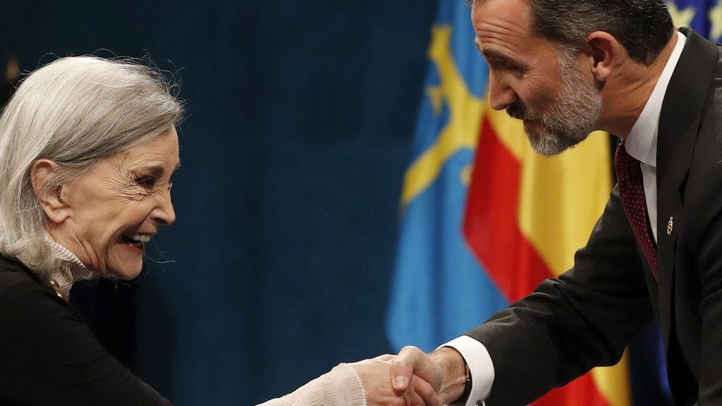 Nuria Espert recibe del Rey el Princesa de Asturias
