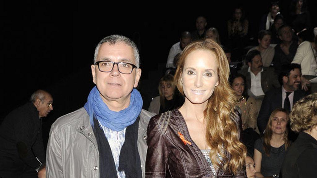 Juan Ramón Lucas y Sandra Ibarra en el desfile de Roberto Verino