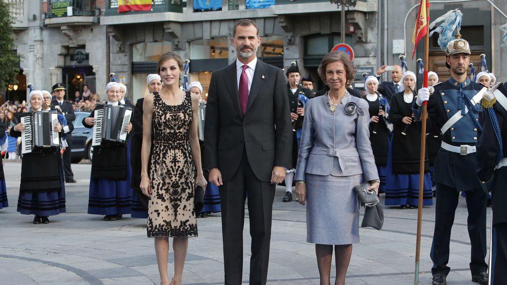 Los Reyes, a su llegada a los Premios Princesa de Asturias