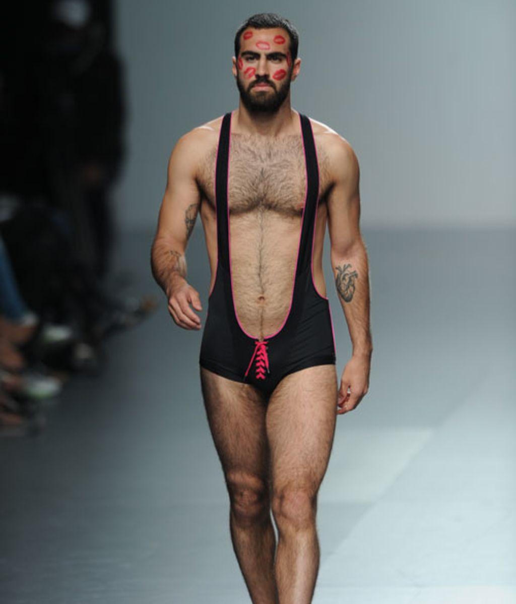 Carlos Díez propone una línea de ropa interior para la noche en cuero y lycra