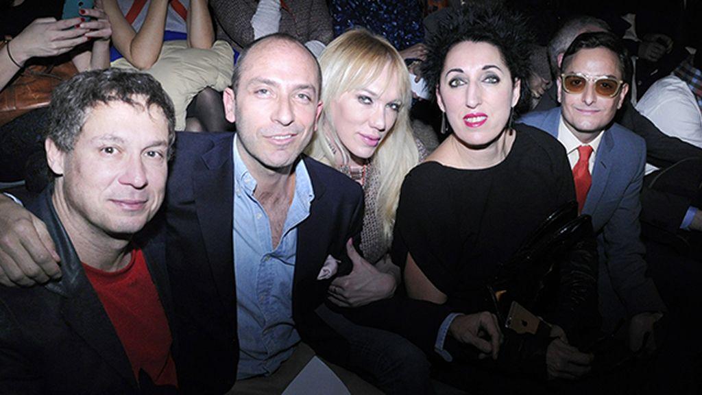 Front row lleno de amigos para disfrutar de la nueva colección de Juanjo Oliva