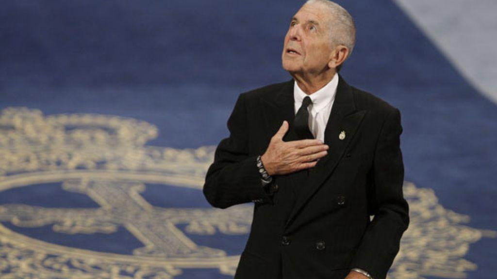 El escritor y cantante canadiense Leonard Cohen, tras recoger el Premio Príncipe de Asturias de las Letras
