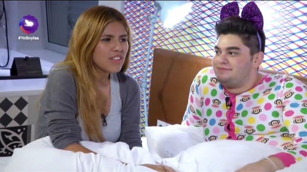 Chabelita y sus amigos hablan de Esteban y de montajes en su fiesta de pijamas