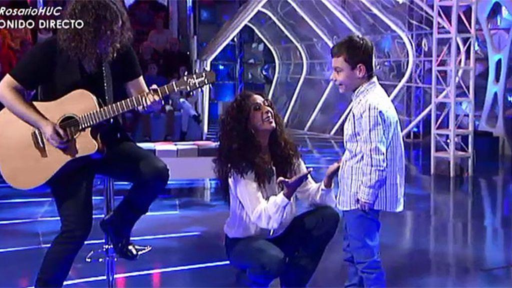 Rosario y Adrián cantan por primera vez juntos 'Qué bonito'