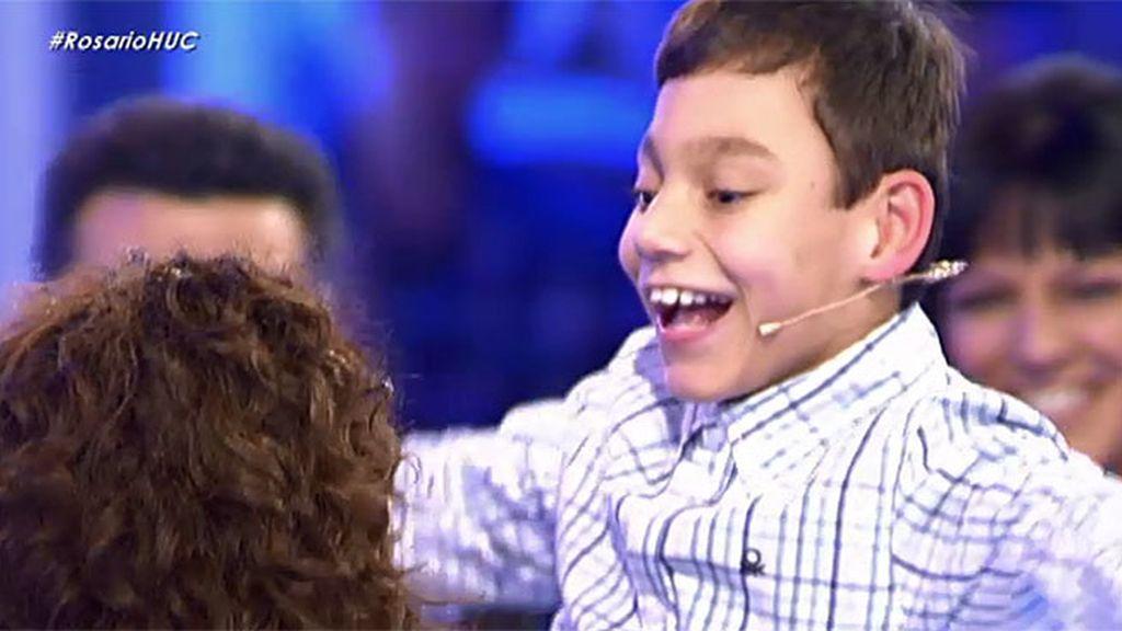 """Adrián se emociona al abrazar a Rosario: """"Tenía muchas ganas de verte"""""""