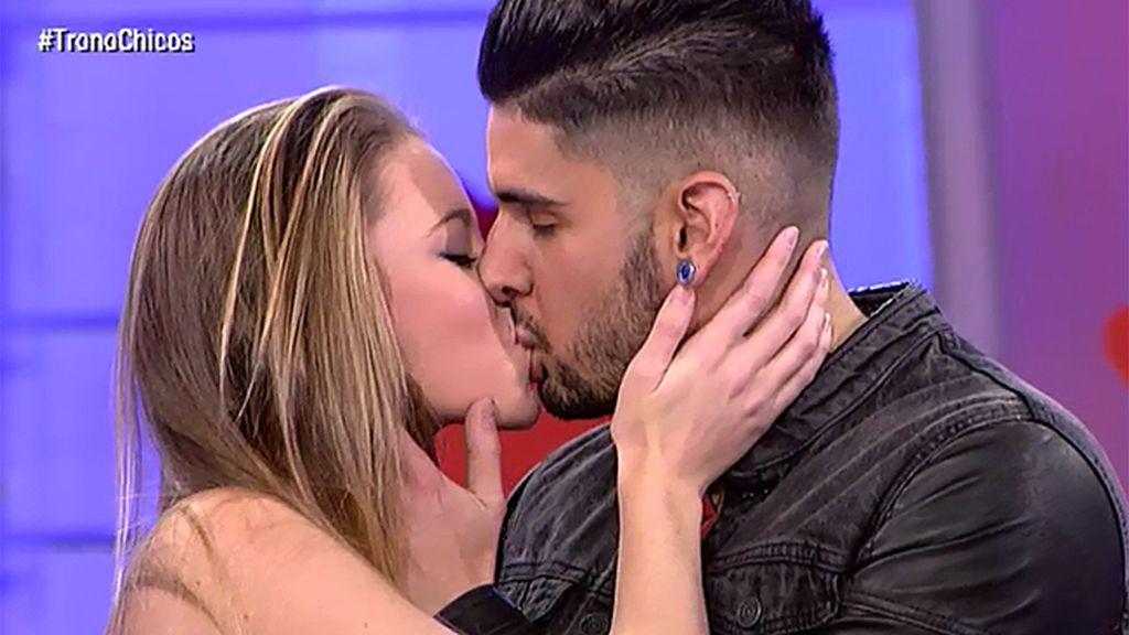 Diolinda se despide de Iván a ritmo de salsa