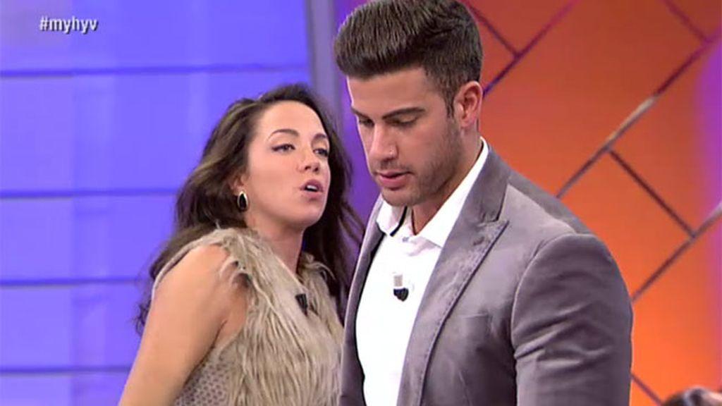 """Samira echa a David: """"Me han dicho que le ha comido la oreja a otra chica"""""""