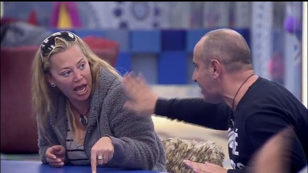 """Víctor estalla contra Belén Esteban: """"¡Estoy harto de que me mandes callar!"""""""