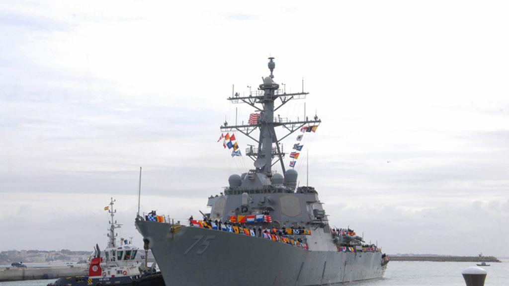 Entrada triunfal del destructor USS Donald Cook en la base de Rota