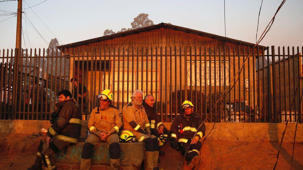 Los bomberos, después del trabajo bien hecho